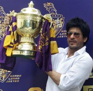 Shahrukh Khan with IPL trophy