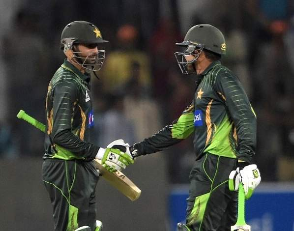Malik helps Pakistan win the match against Zimbabwe