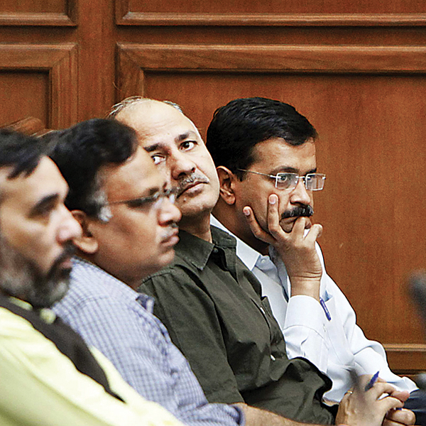 AAP to sack Jitender Singh Tomar over the fake degree case
