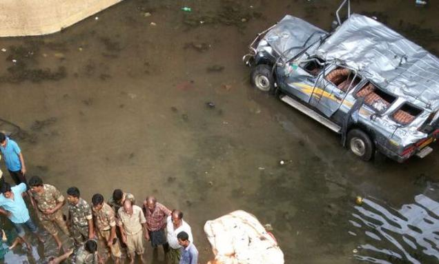 Twenty two killed in a gruesome accident in Andhra Pradesh