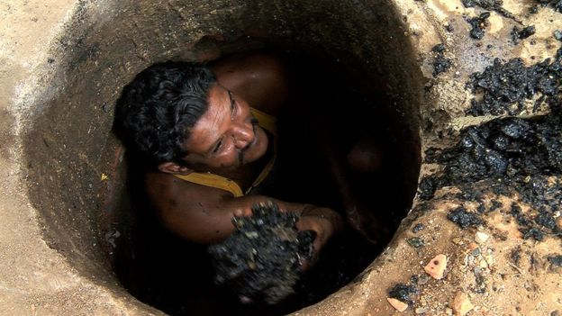 India's sewer workers lives at risk