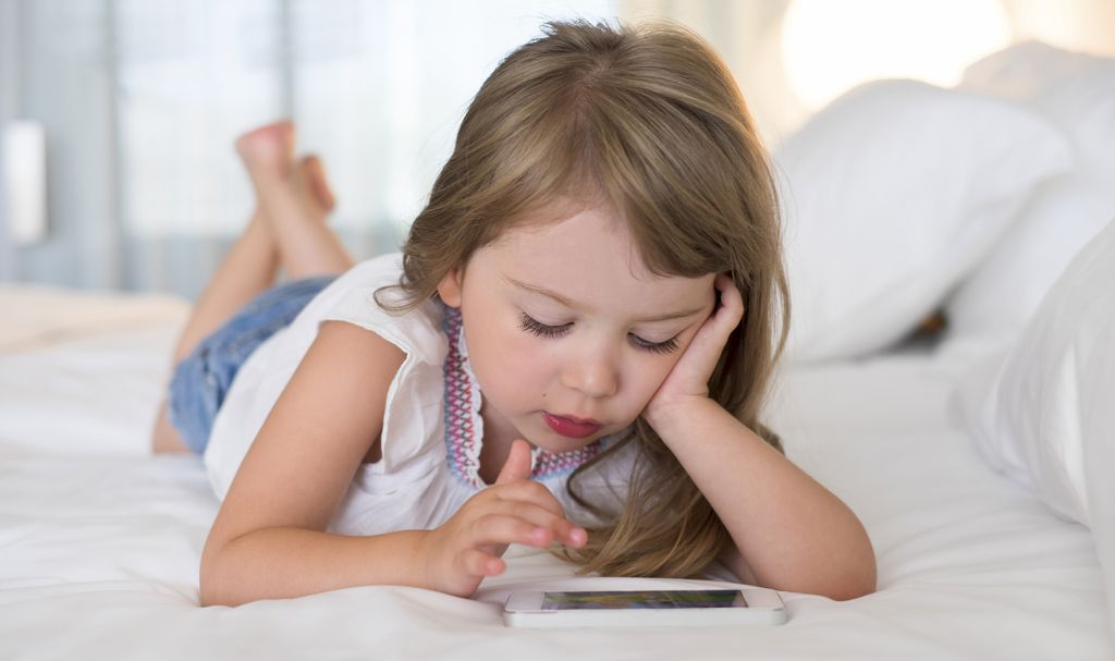Too much smartphone use can make your kid cross-eyed
