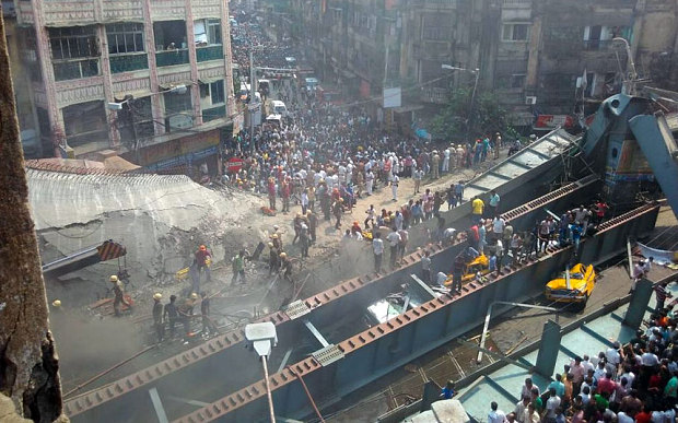 Dozens trapped as the Indian Kolkata flyover collapse