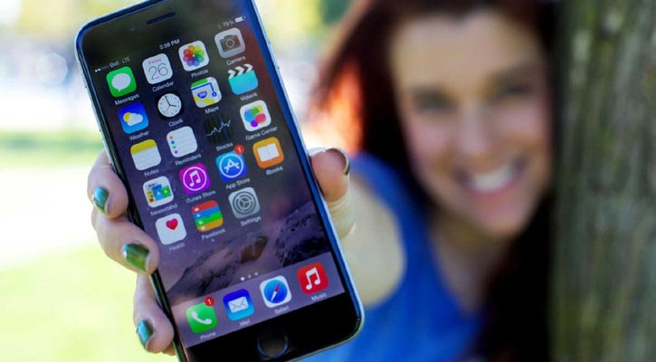 US pushes Apple for access to iPhones in criminal cases