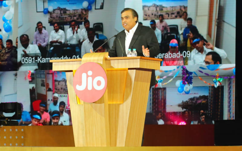 Reliance Jio to hit the commercial markets on August 15 ?!