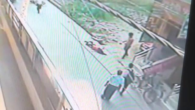 Bystanders Watch as a Delhi Woman is Stubbed