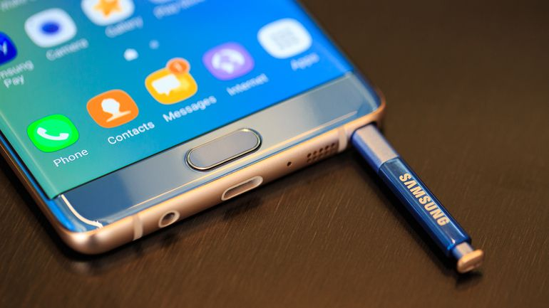"""Switch off your phones"" Samsung tells its Galaxy Note 7 users"