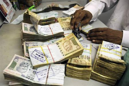 Ban on currency: Banks to remain open this weekend; Tax authorities to keep a close watch on deposits