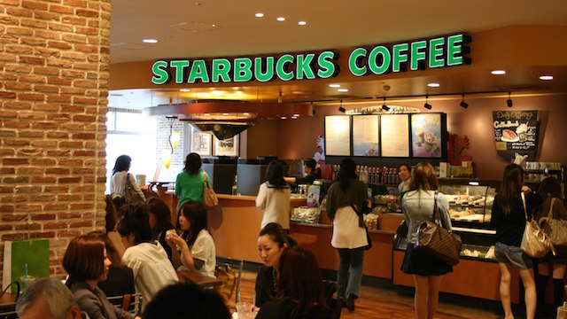 Starbucks Ready to Employ 10,000 Refugees
