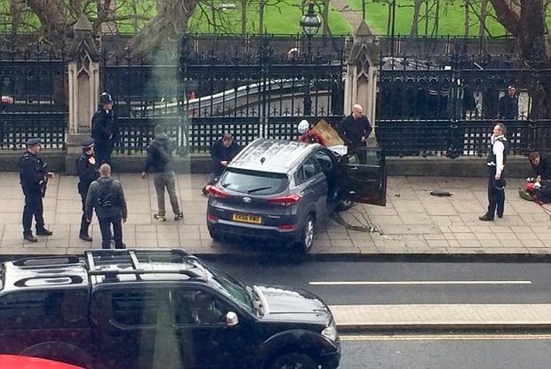 London under Attack: Police Officer Stabbed