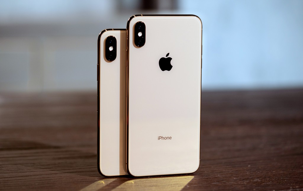 Using iPhone XS and iPhone XS Max